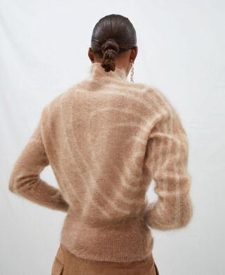Jersey espiral con cuello alto