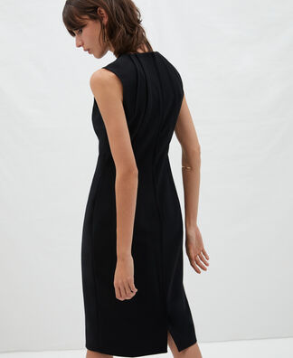 Sleeveless fitted dress