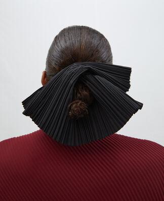 Pleated fabric hole hair tie