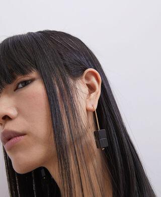 Quadrangular stone earrings