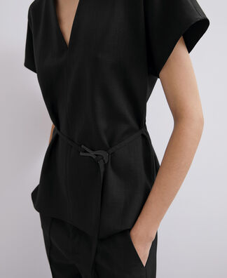 V NECKLINE TOP WITH BELT