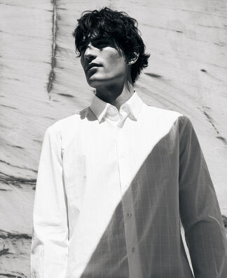 Lapel collar shirt with concealed button