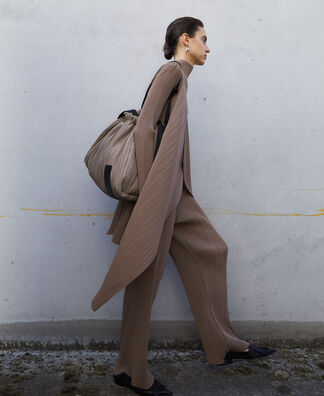 Shopper in pleated fabric