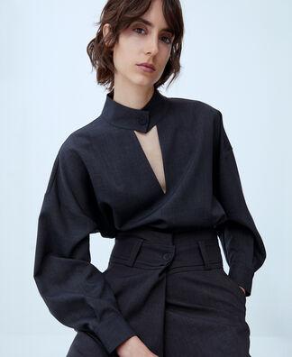 Blusa cuello mao escote pico