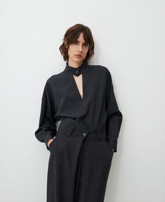 Falda midi con pliegue en delantero