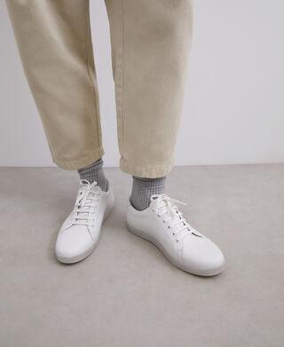 Zapatilla básica en piel blanca