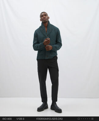 Two pocket knitted cardigan