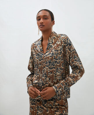 Camisa estampada cuello shawl